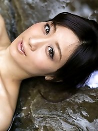 Lovely and beautiful Japanese av idol Yu Kawakami shows her amazing naked body at an onsen